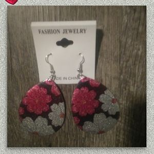 Fashion EARRINGS (NWT)!